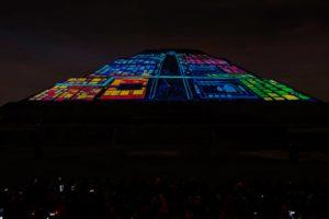 pirámides con luz y sonido